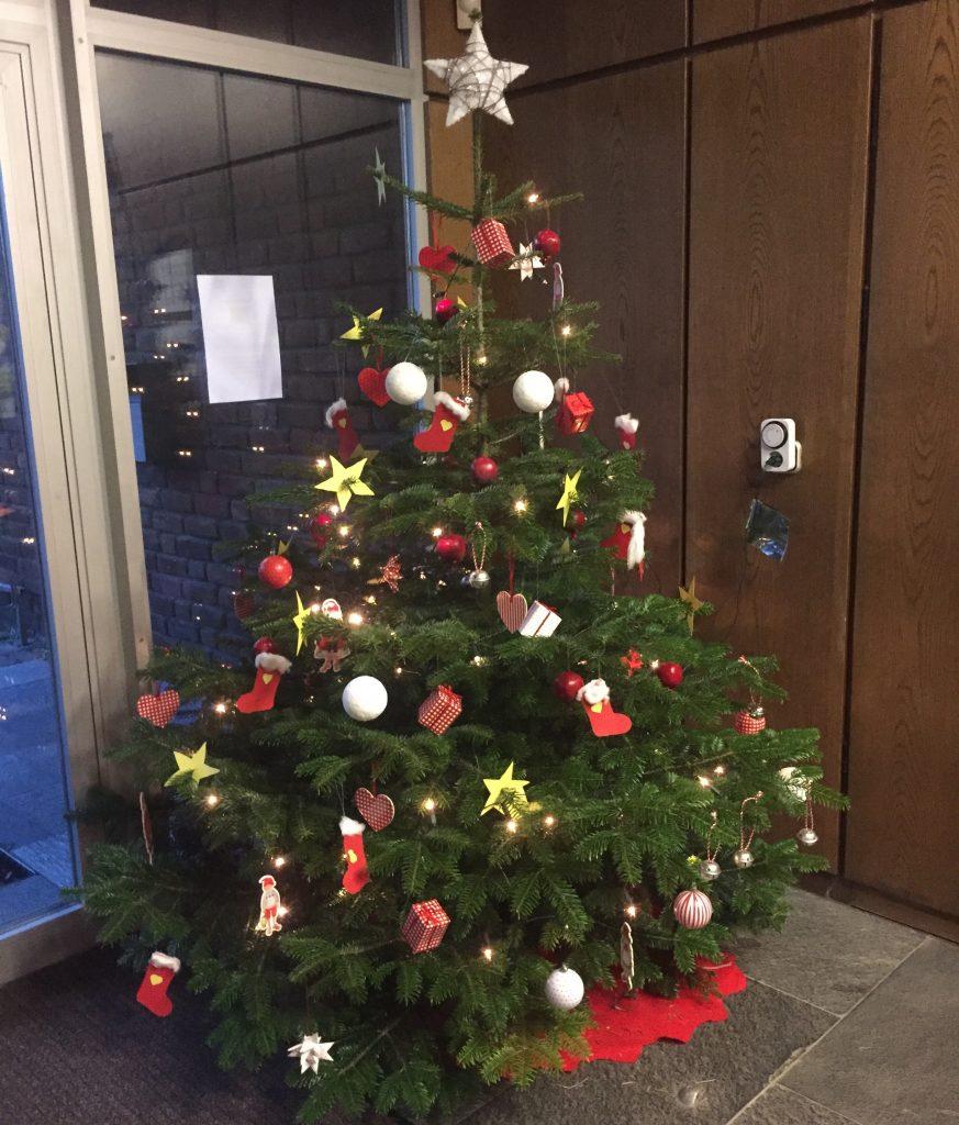 Weihnachtsbaum Ab Wann.Weihnachtsbaum Stadtbücherei Und Zelius Neuenrade